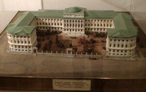 10 здание МГУ на Моховой