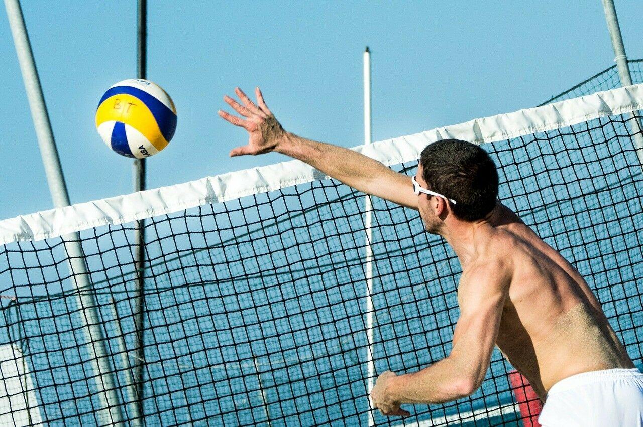 Приглашаем на традиционный ежегодный турнир по волейболу среди учащихся и выпускников СУНЦ МГУ!