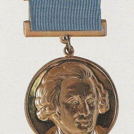 448px Медаль Лауреата Шуваловской премии МГУ
