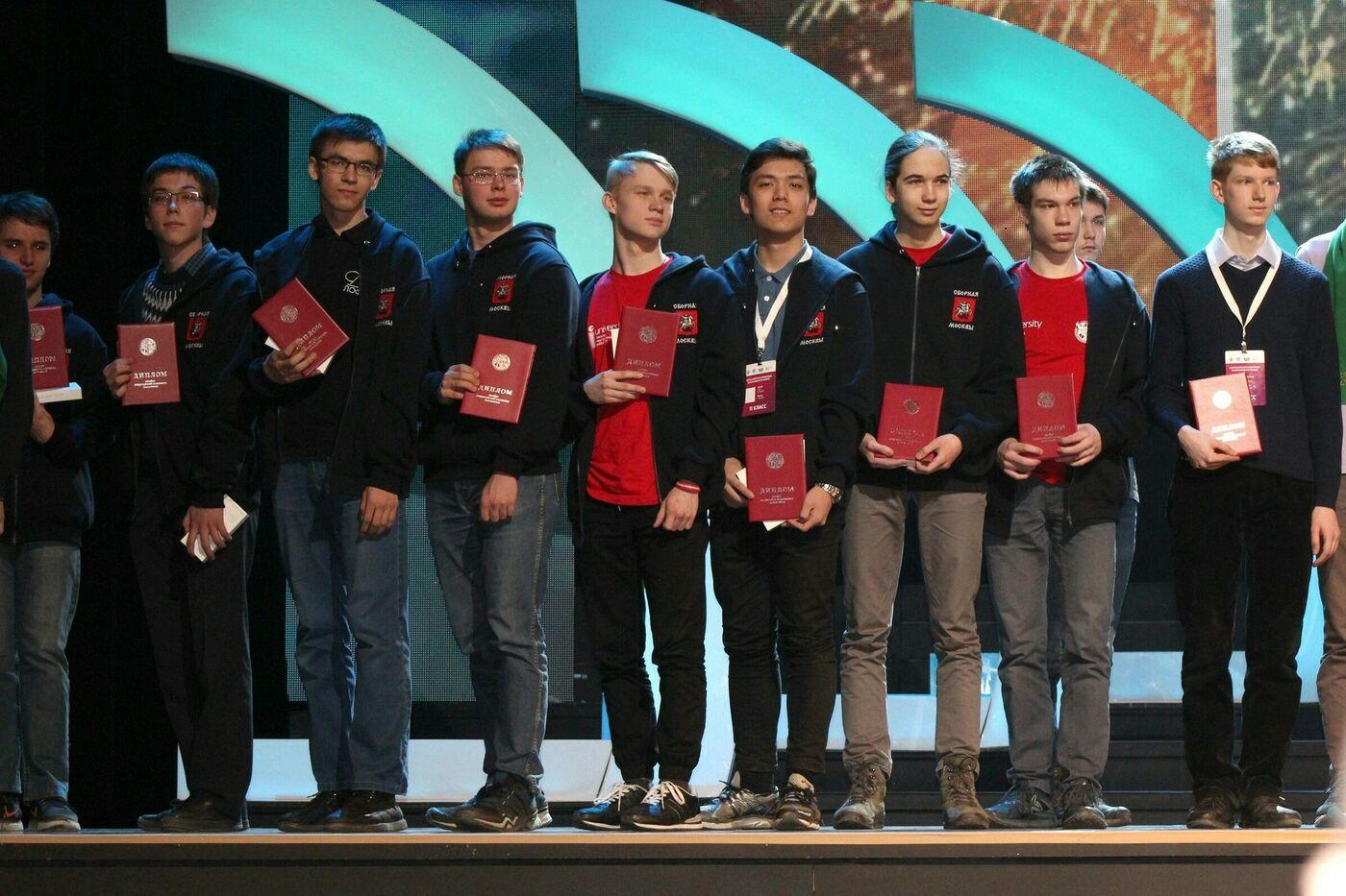 Поздравляем победителей и призеров Всероссийской олимпиады школьников по физике!