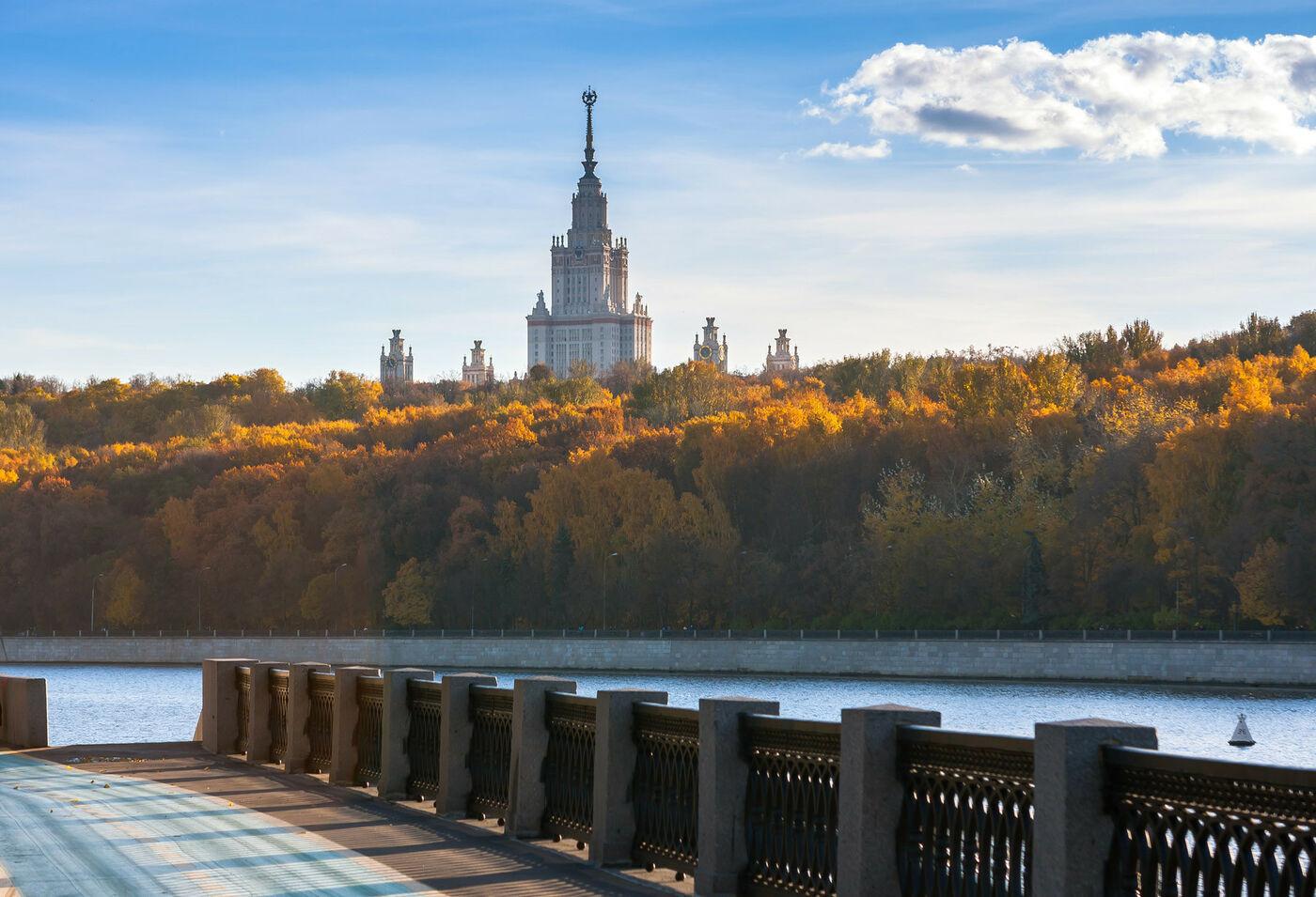 Приглашаем учащихся 7-11 классов принять участие в Осенней олимпиадной школе по физике в СУНЦ МГУ