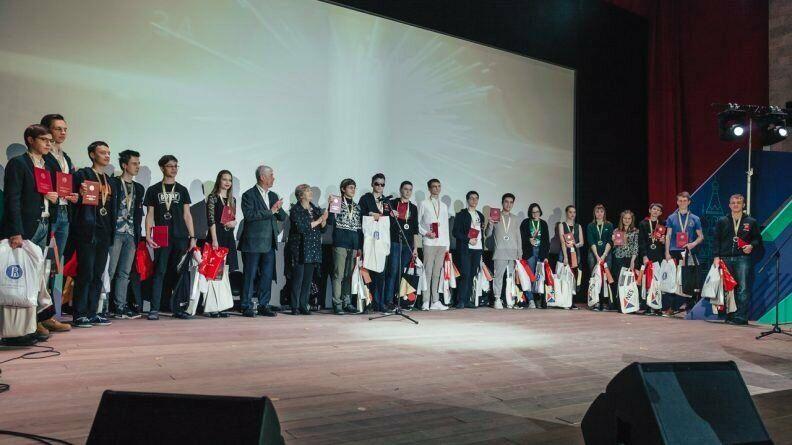 Учащиеся СУНЦ МГУ победили на Всероссийской олимпиаде по экономике