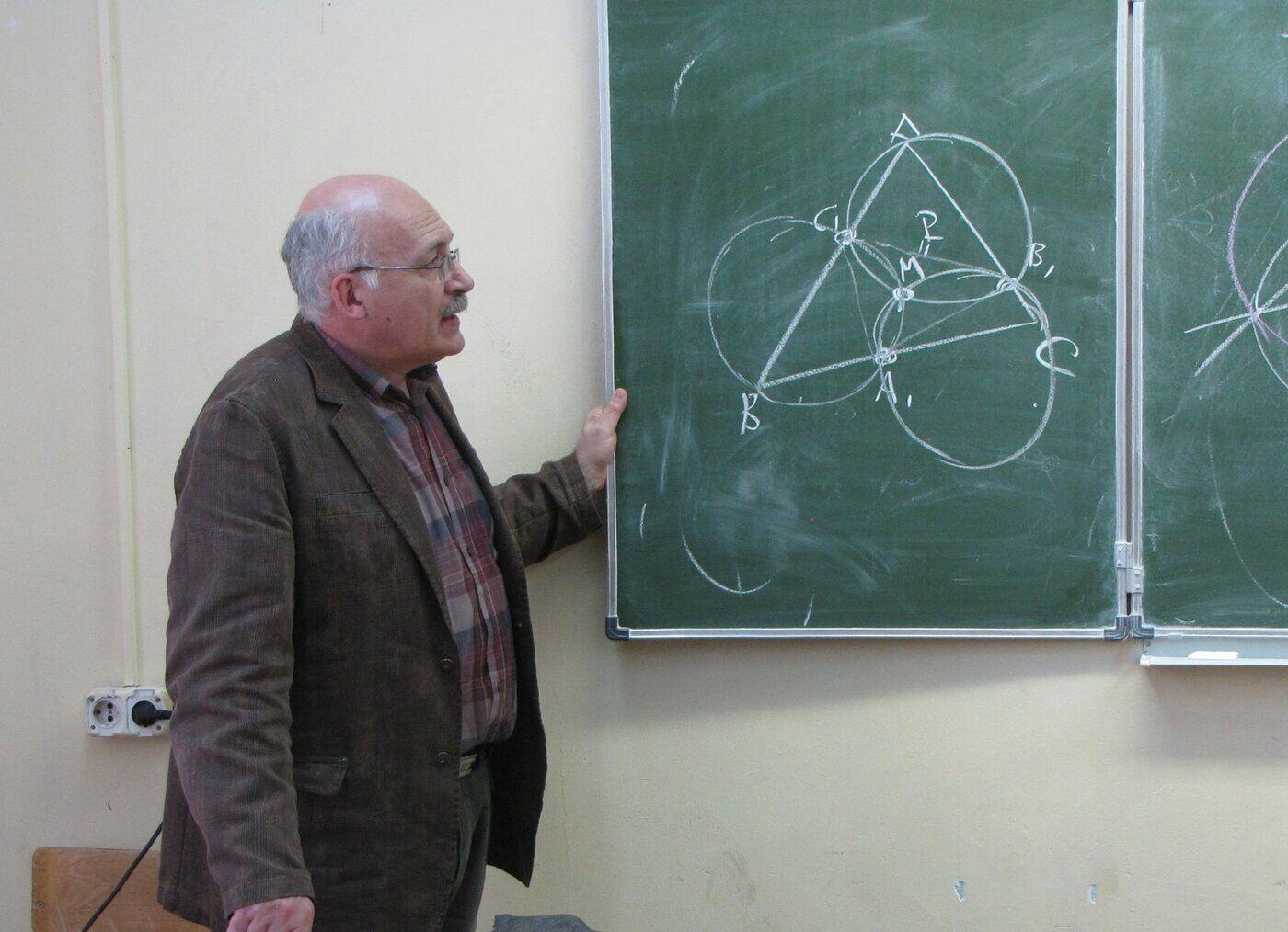 Поздравляем Владимира Натановича Дубровского с 50-летием работы в Интернате!
