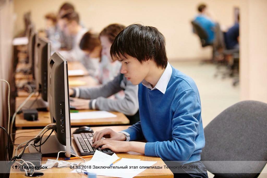 Поздравляем учащегося СУНЦ МГУ Александра Шеховцова (11В) с победой на олимпиаде «Innopolis Open» по информатике!