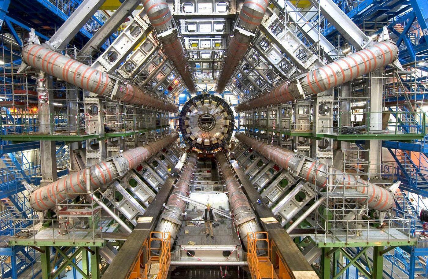 """Телемост """"СУНЦ МГУ (г.Москва) – CERN (г.Женева)"""" 24 апреля"""
